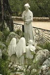 Fatima, 3ème apparition de l'ange, les voyants s'agenouillent pour recevoir la Communion des mains de l'ange